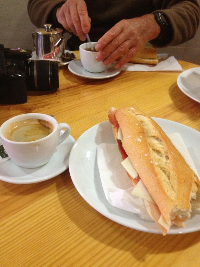 Cafe con leche with a sandwich